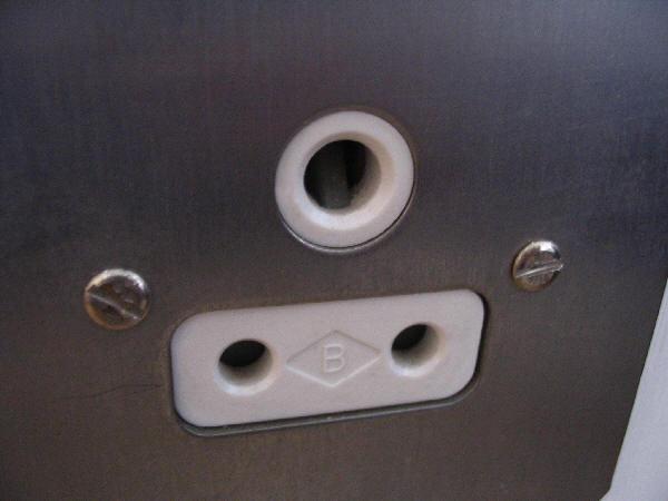 Round-pin socket